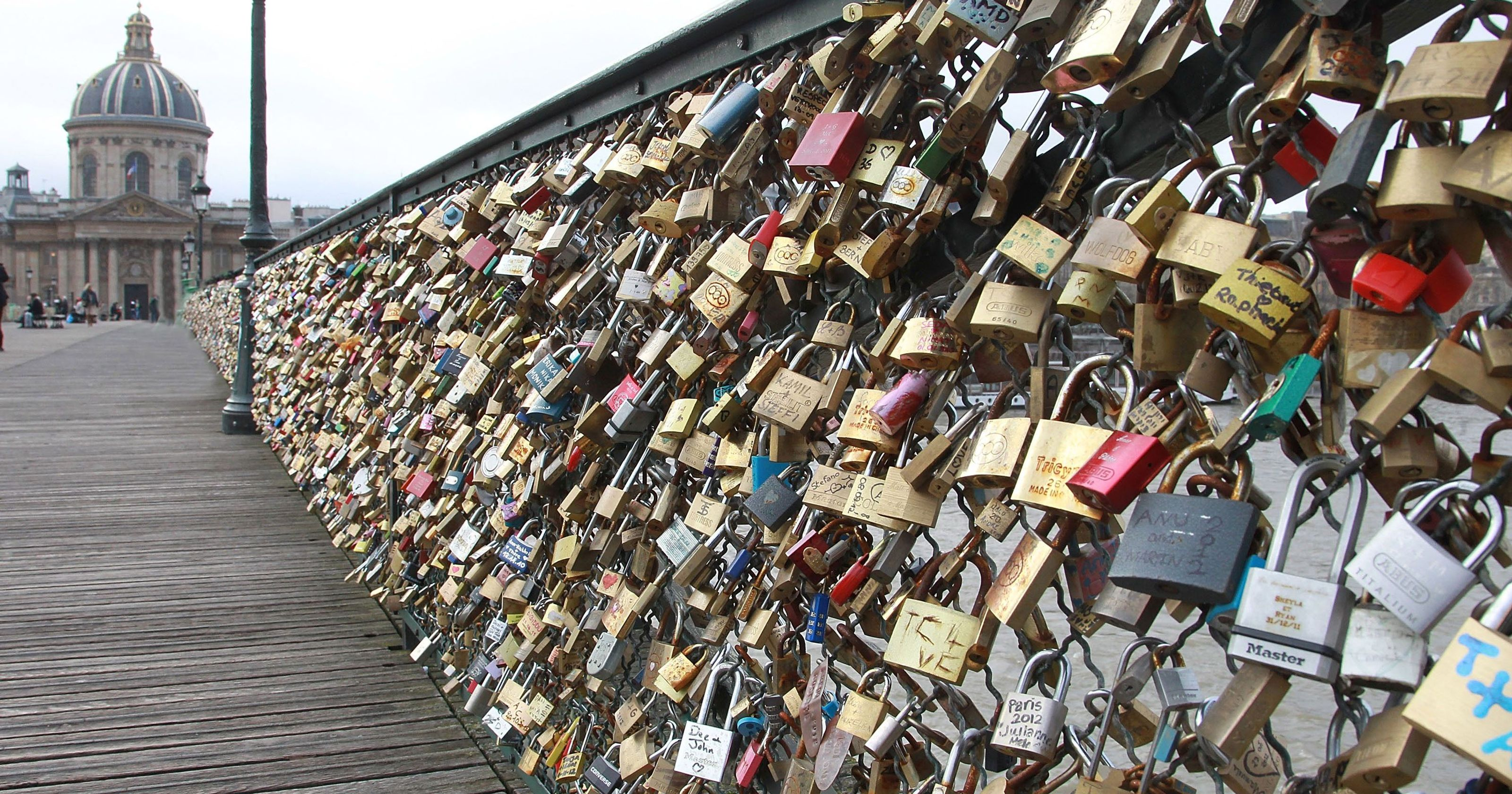 Pont des Arts bridge in Paris